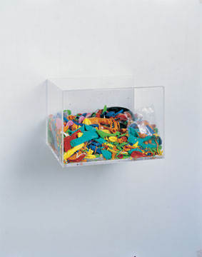 Pop Barrage (Box), 2006, blown up balloons and plexiglas, 25 x 31 x 35,5 cm